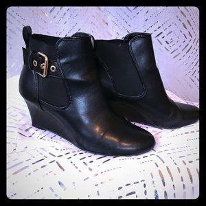 Dexflex comfort ankle boots.